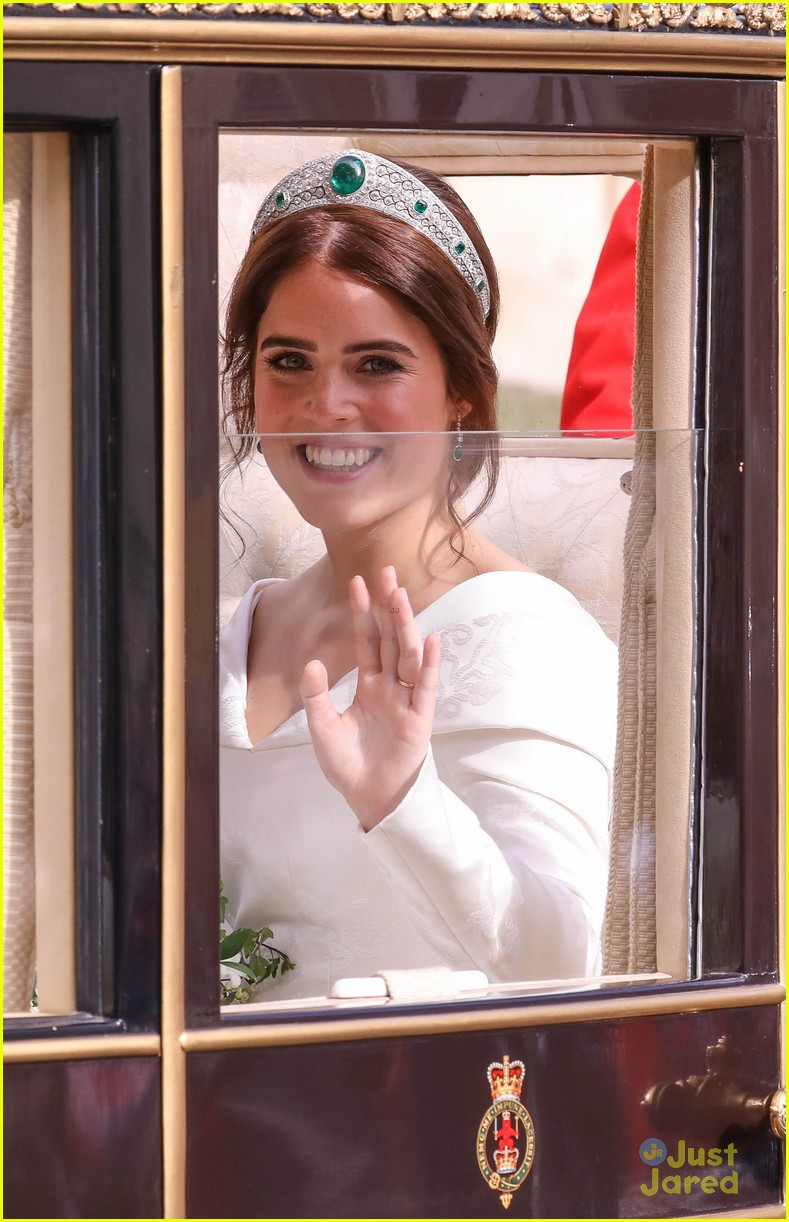 princess eugenie jack brooksbank royal wedding photos 11