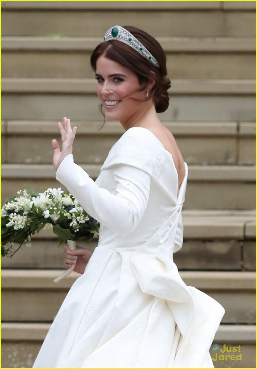 princess eugenie jack brooksbank royal wedding photos 12