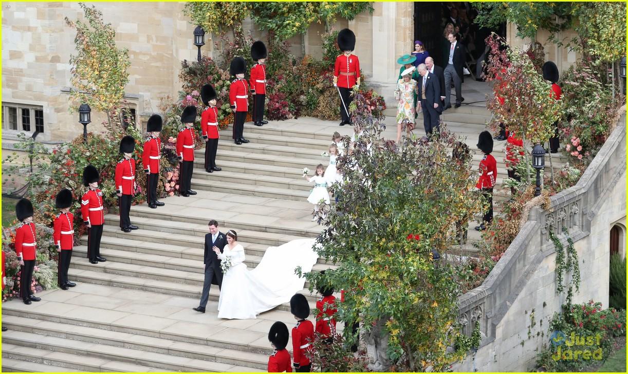 princess eugenie jack brooksbank royal wedding photos 15