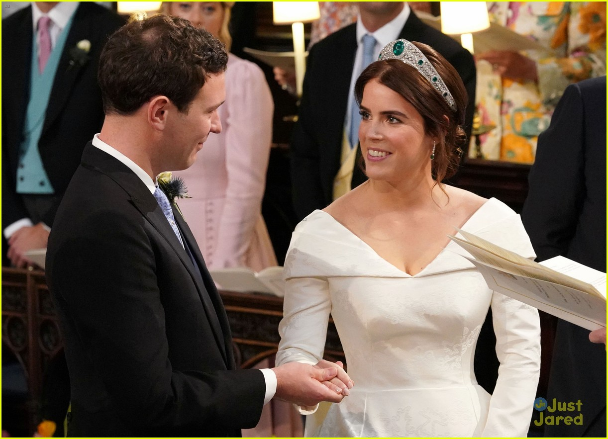 princess eugenie jack brooksbank royal wedding photos 20