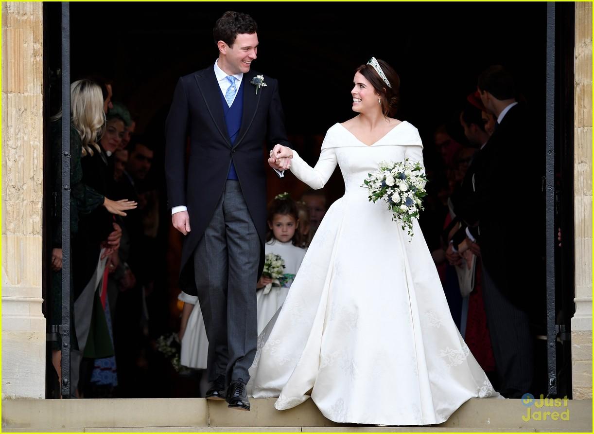 princess eugenie jack brooksbank royal wedding photos 22