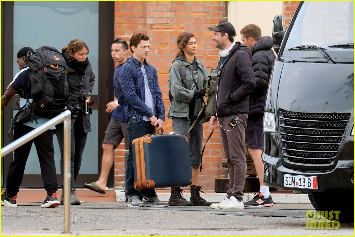 tom holland zendaya load up luggage 10