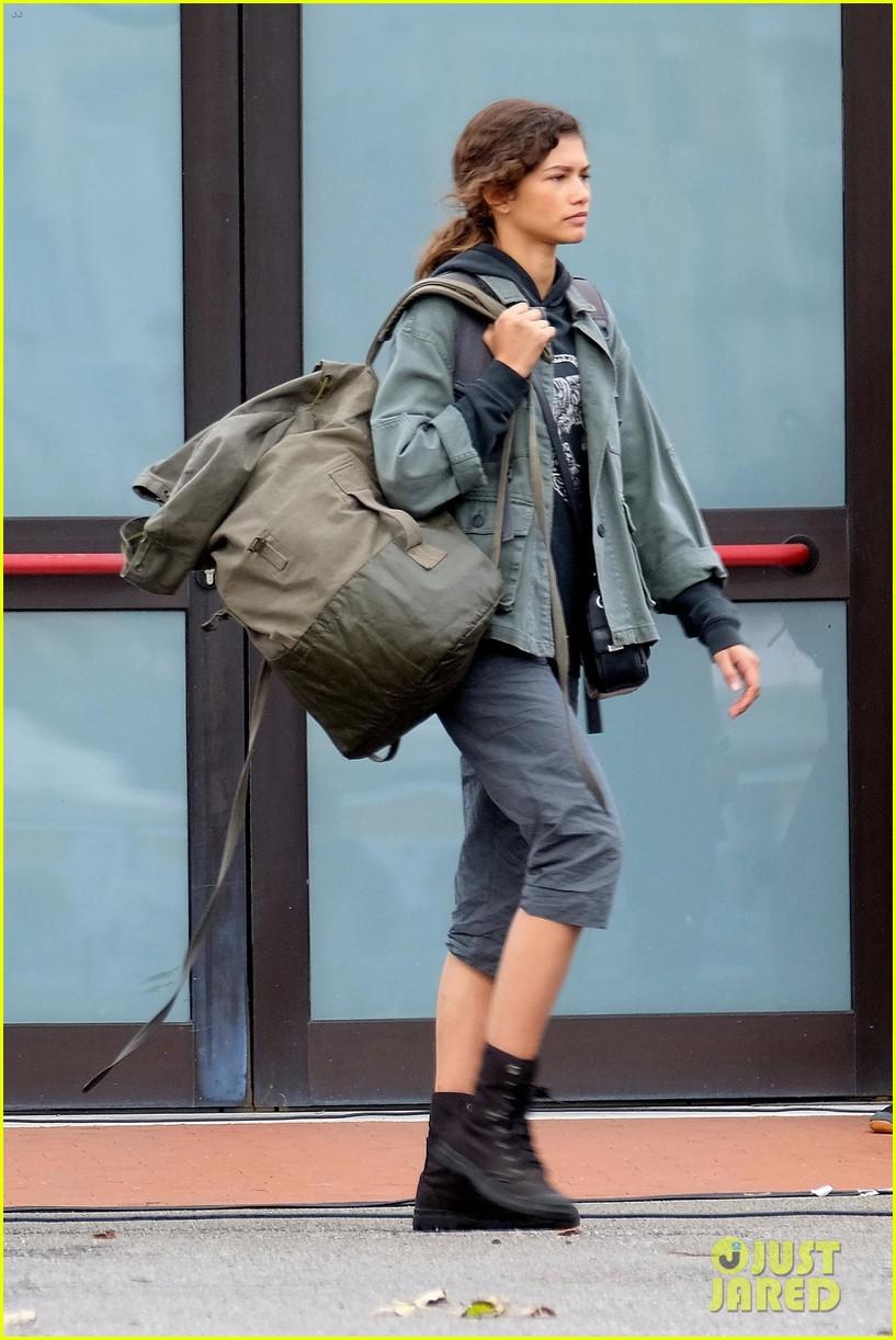 tom holland zendaya load up luggage 11