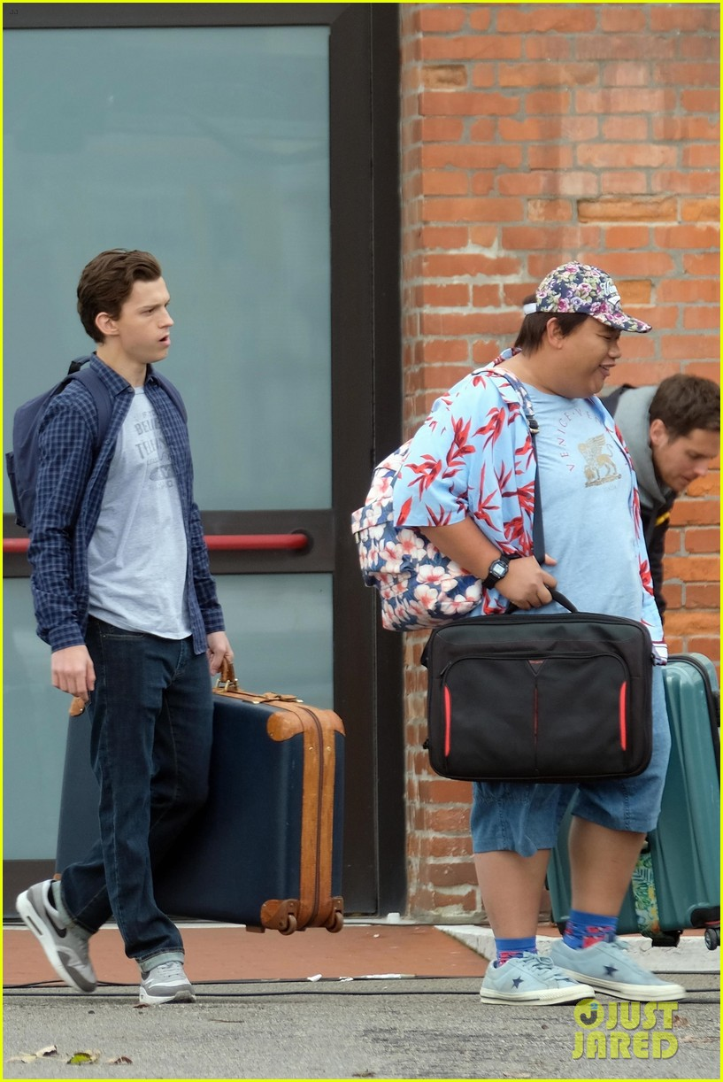 tom holland zendaya load up luggage 14