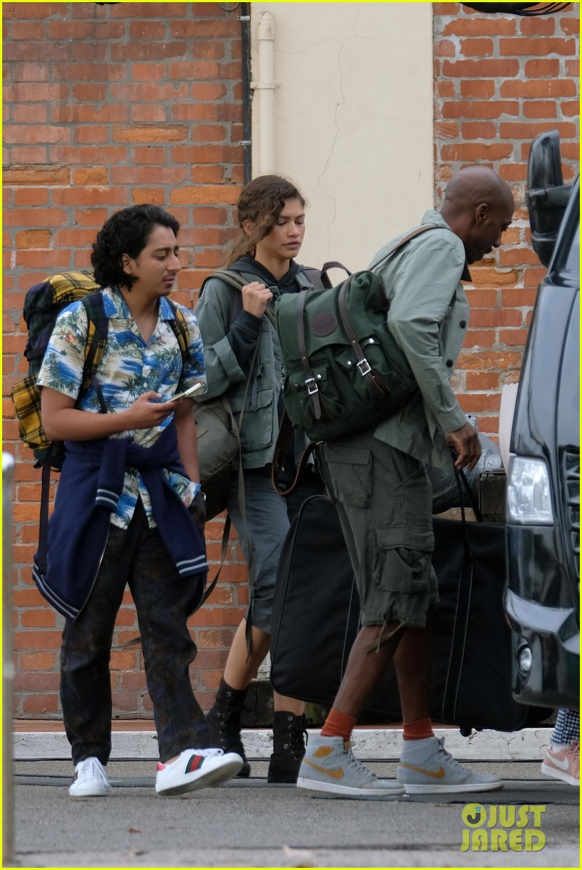 tom holland zendaya load up luggage 20