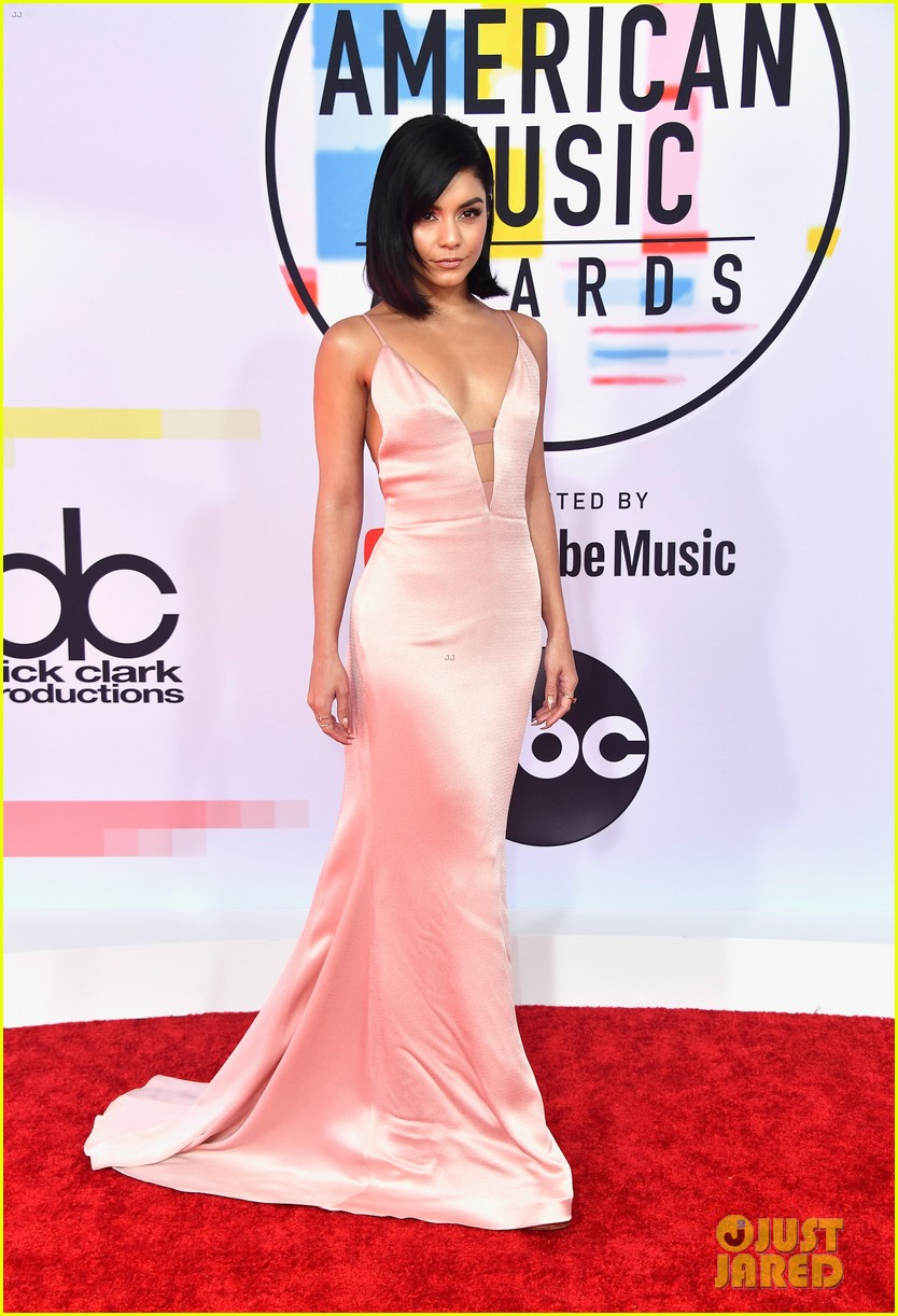 vanessa hudgens goes pretty in pink for american music awards 01