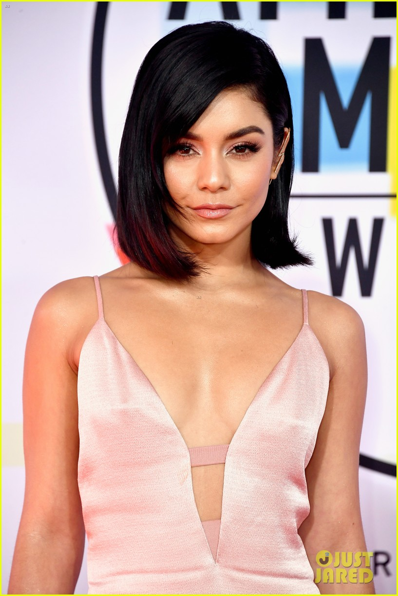 vanessa hudgens goes pretty in pink for american music awards 02
