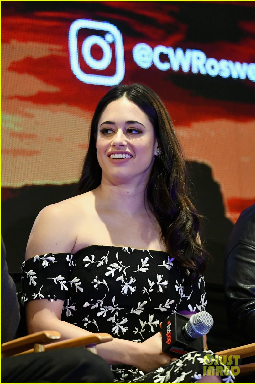 jeanine mason nathan parsons bring roswell to new york comic con 01