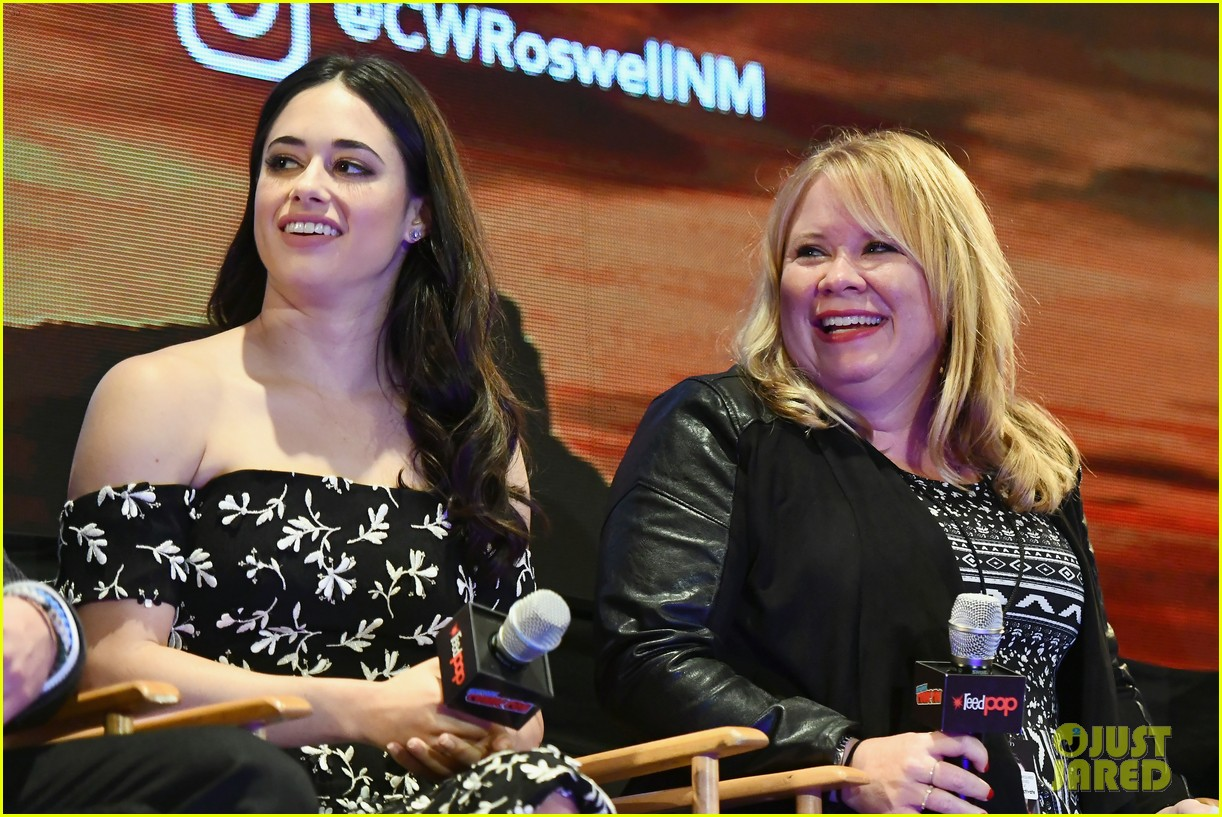 jeanine mason nathan parsons bring roswell to new york comic con 04