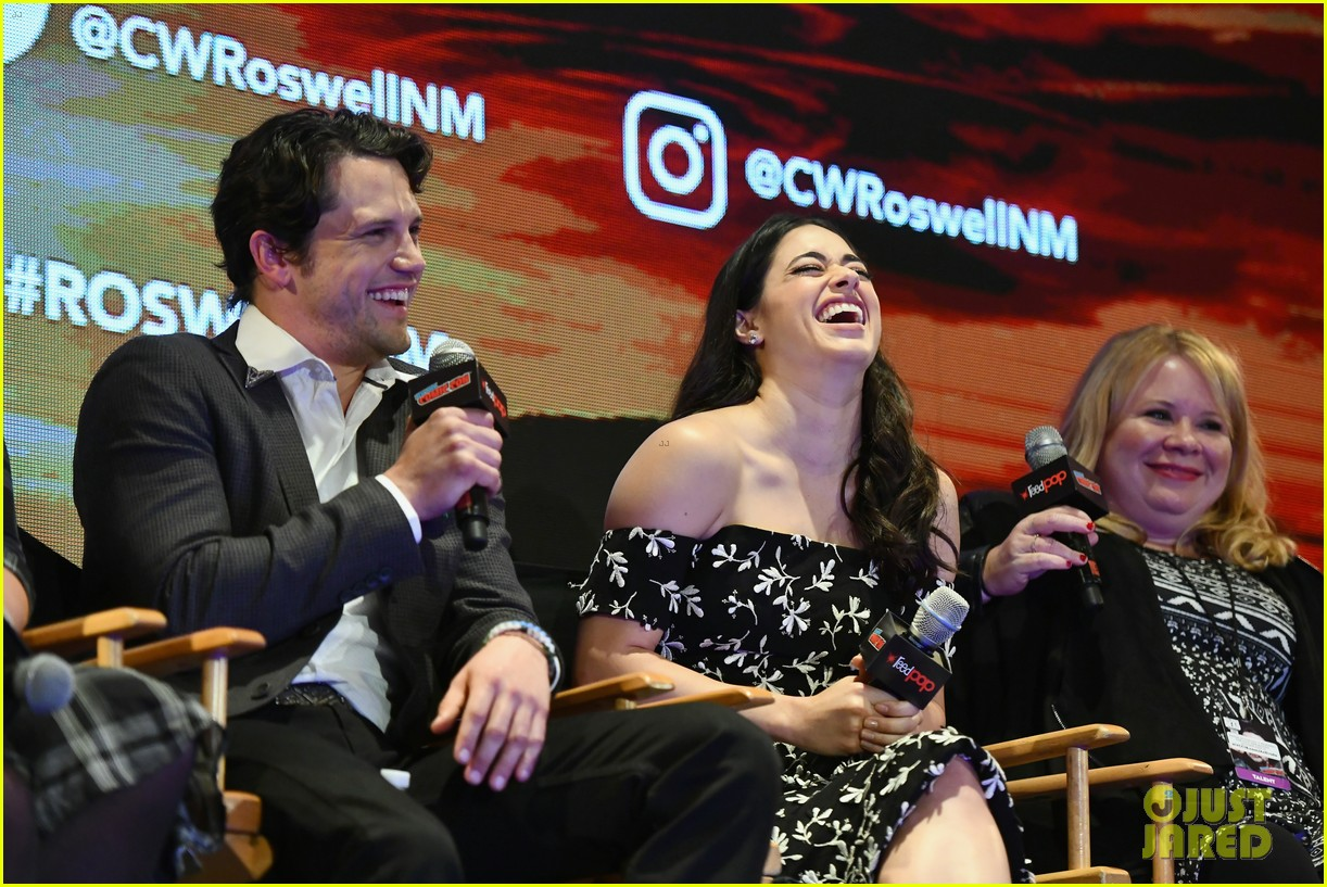 jeanine mason nathan parsons bring roswell to new york comic con 05