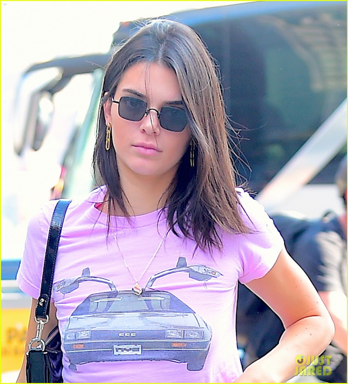 kendall jenner sports pink crop t shirt for trip to the movies10