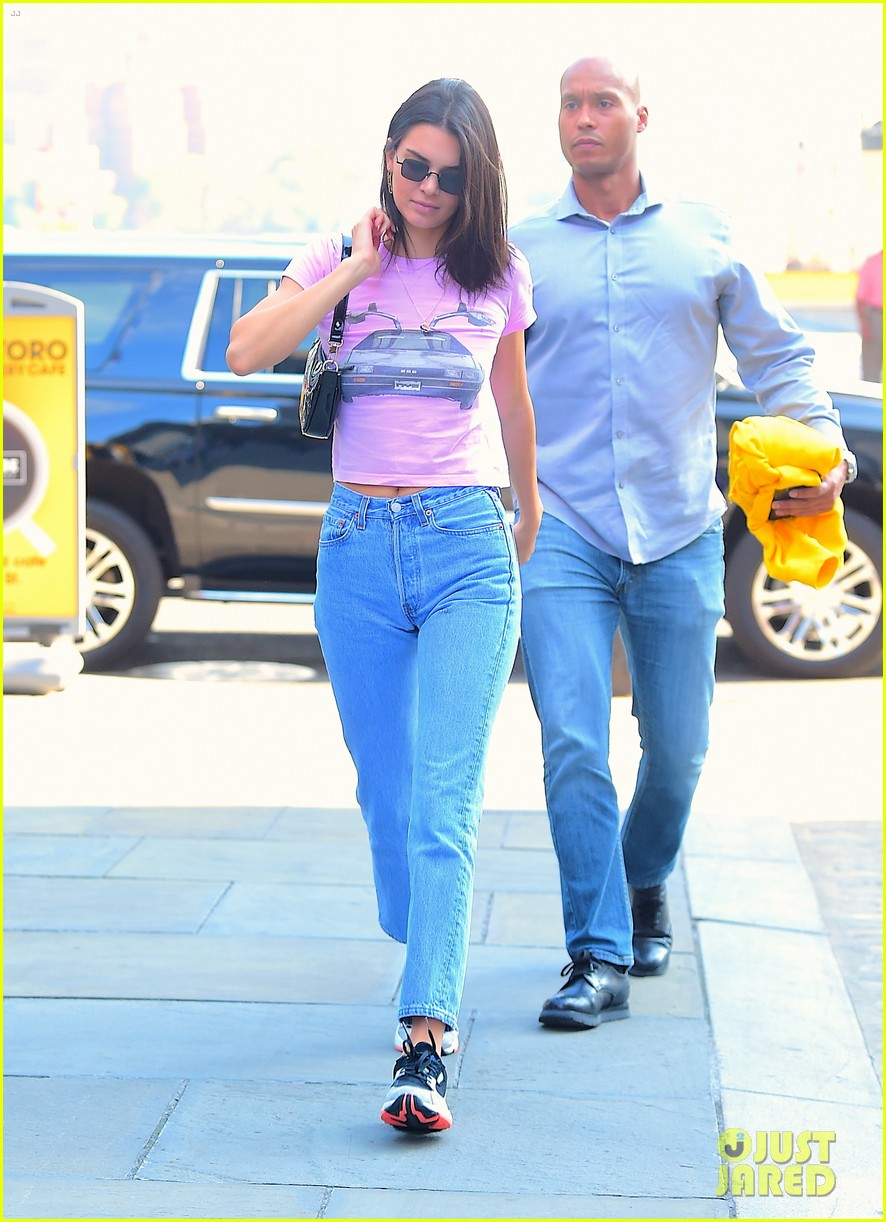 kendall jenner sports pink crop t shirt for trip to the movies12