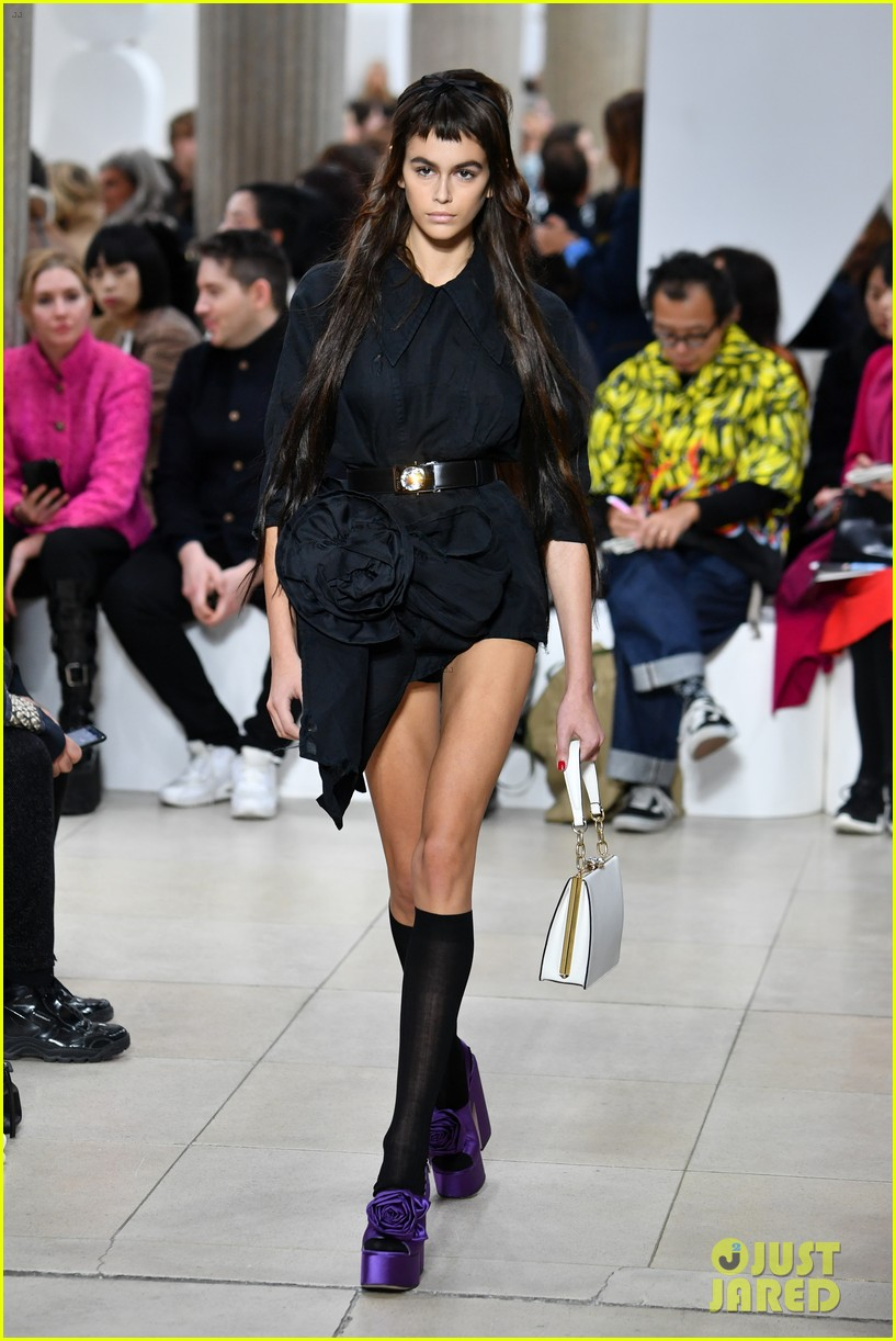 kaia gerber celebrates fashion collaboration with karl lagerfeld in paris 03