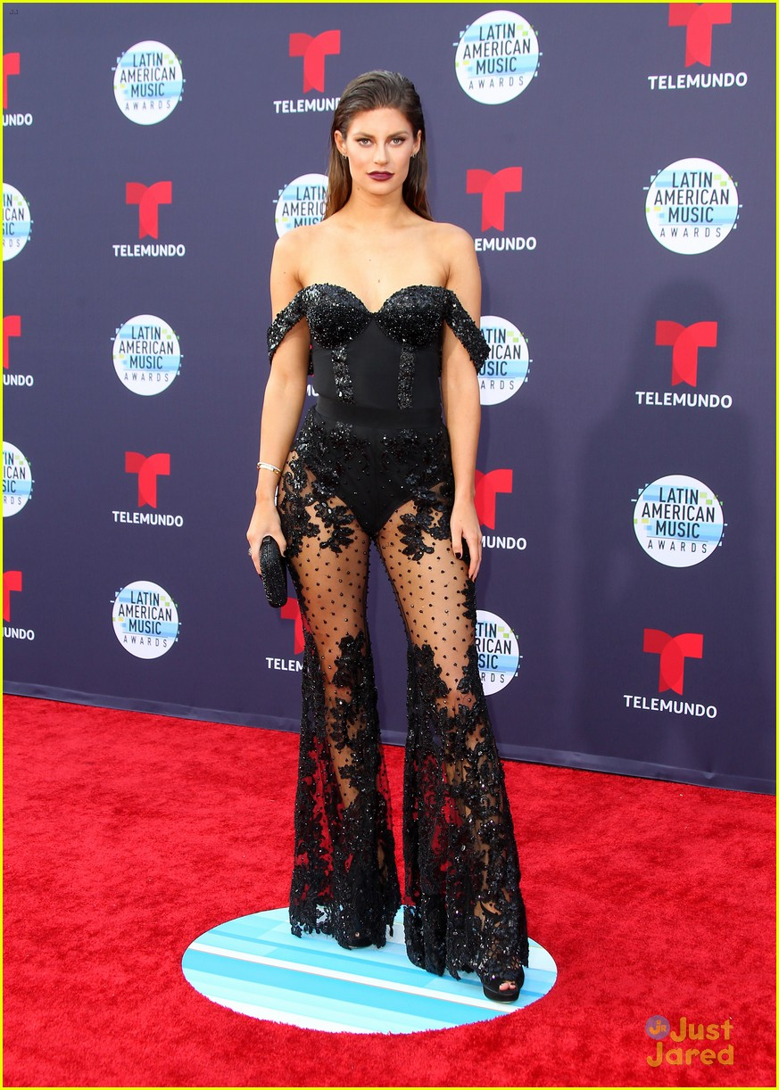 0f5adf1d9 Lele Pons Gets Support From Hannah Stocking at Latin American Music Awards  2018
