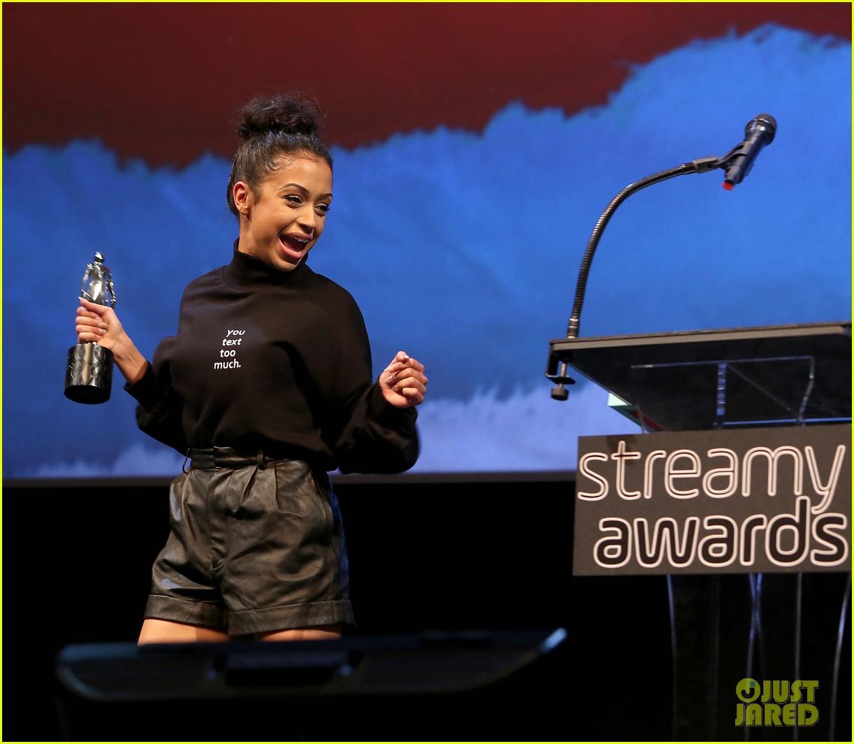 liza koshy kicks off streamys 2018 02