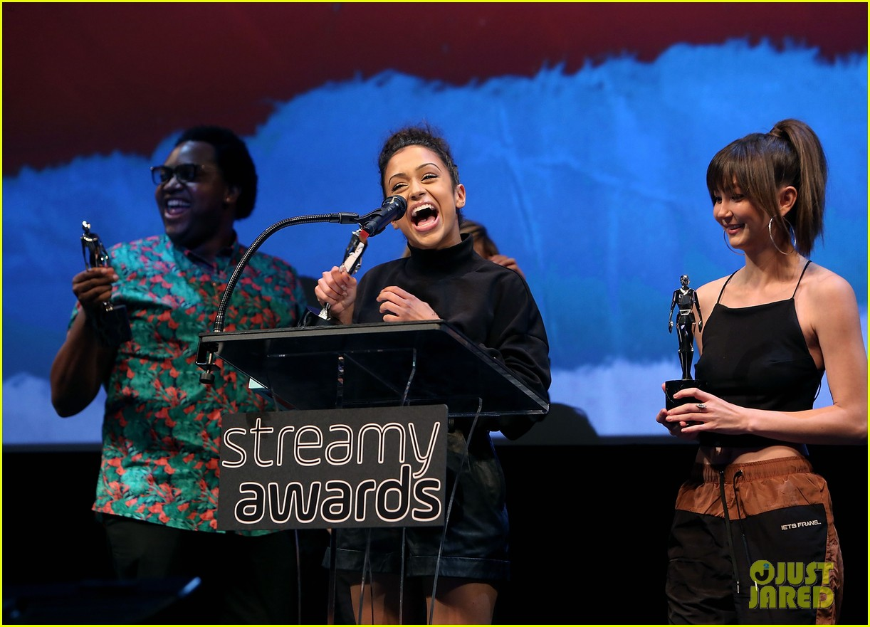 liza koshy kicks off streamys 2018 06