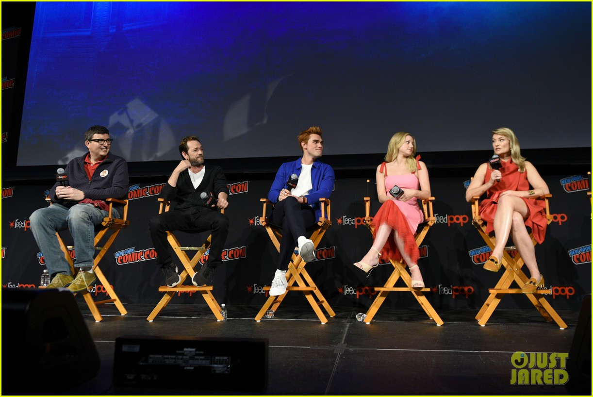 riverdale announces two new cast members at new york comic con 21