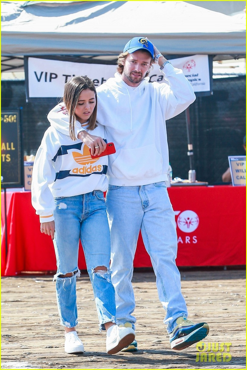 patrick schwarzenegger wraps arms around friend while out with maria and christina03