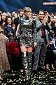 taylor swift amas date claire winter 01