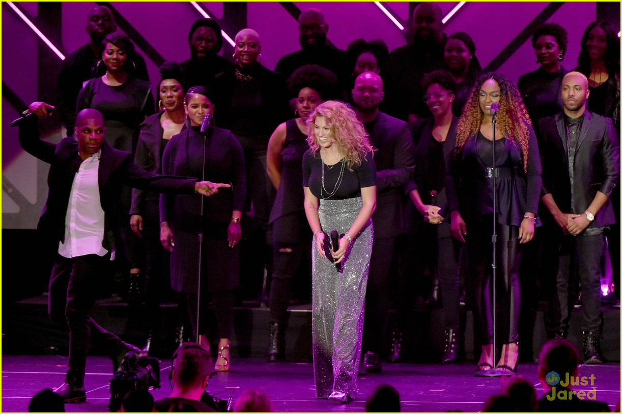 tori kelly dove awards 2018 08