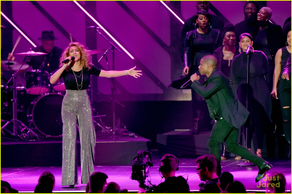 tori kelly dove awards 2018 10
