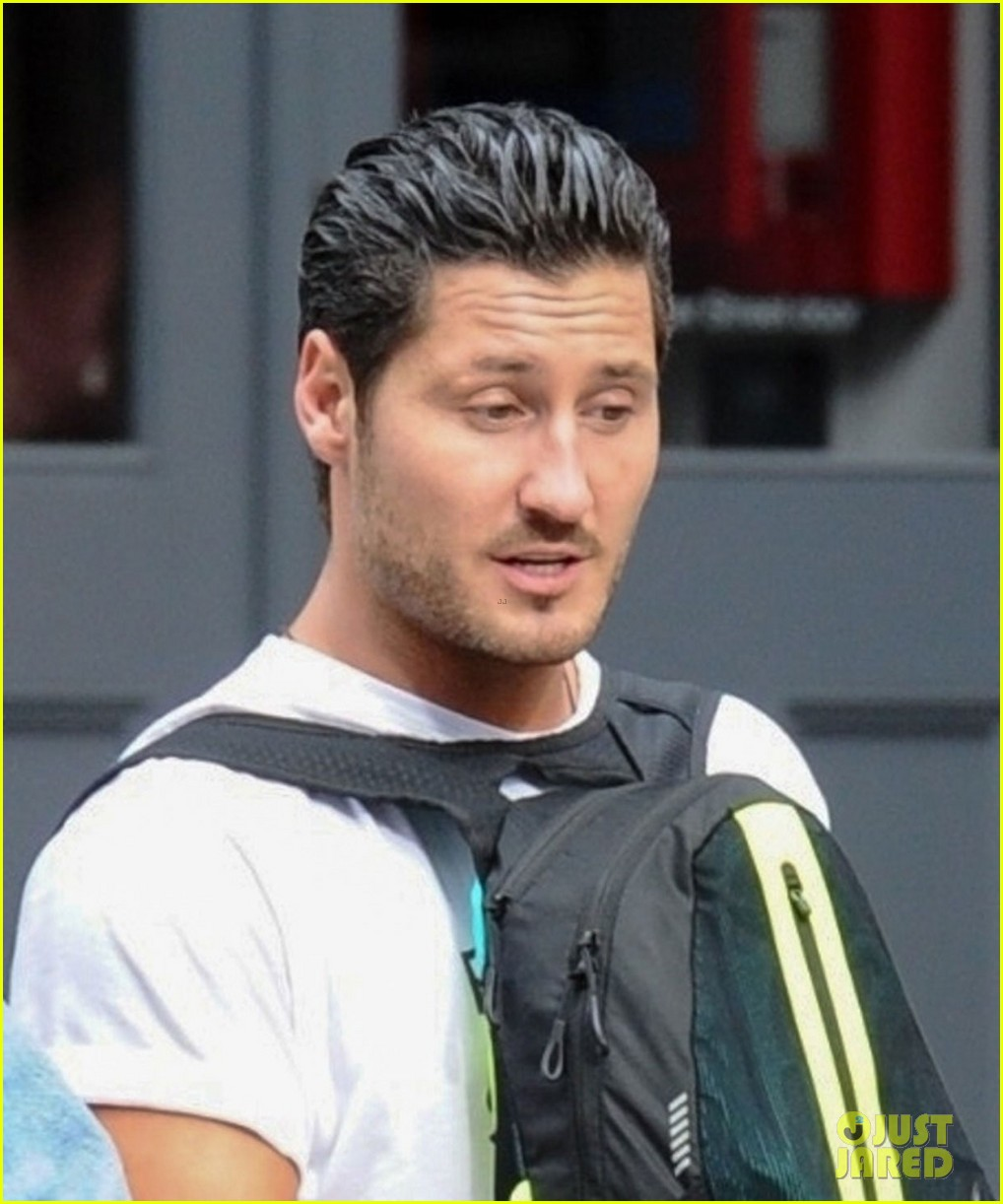 val chmerkovskiy wears his backpack backwards in nyc 02