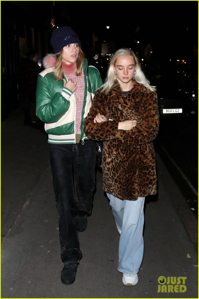ashley benson cara delevingne thanksgiving in london 26
