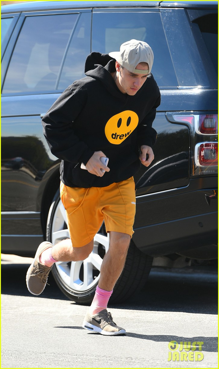 justin bieber goes for a run 10