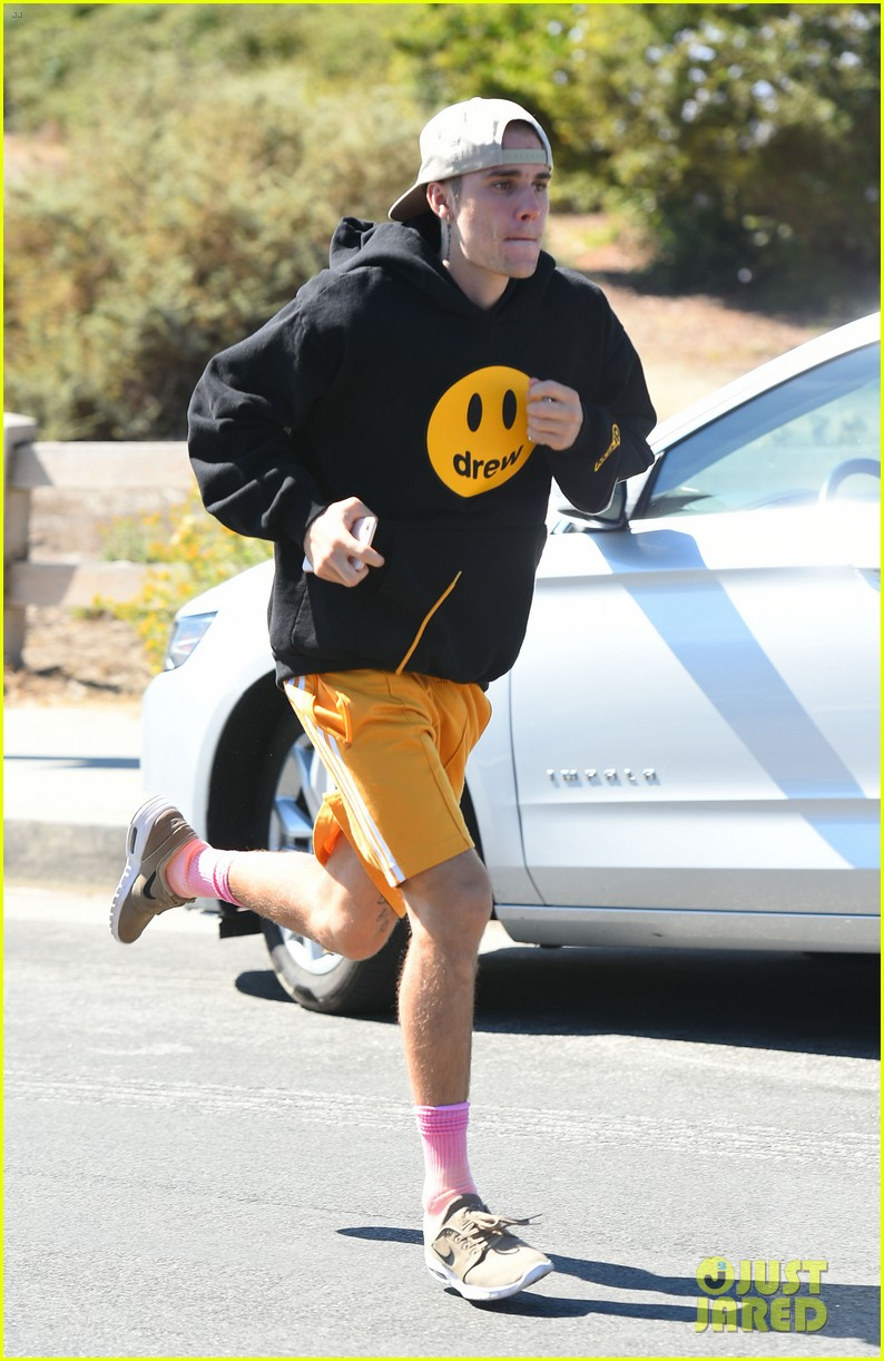 justin bieber goes for a run 15