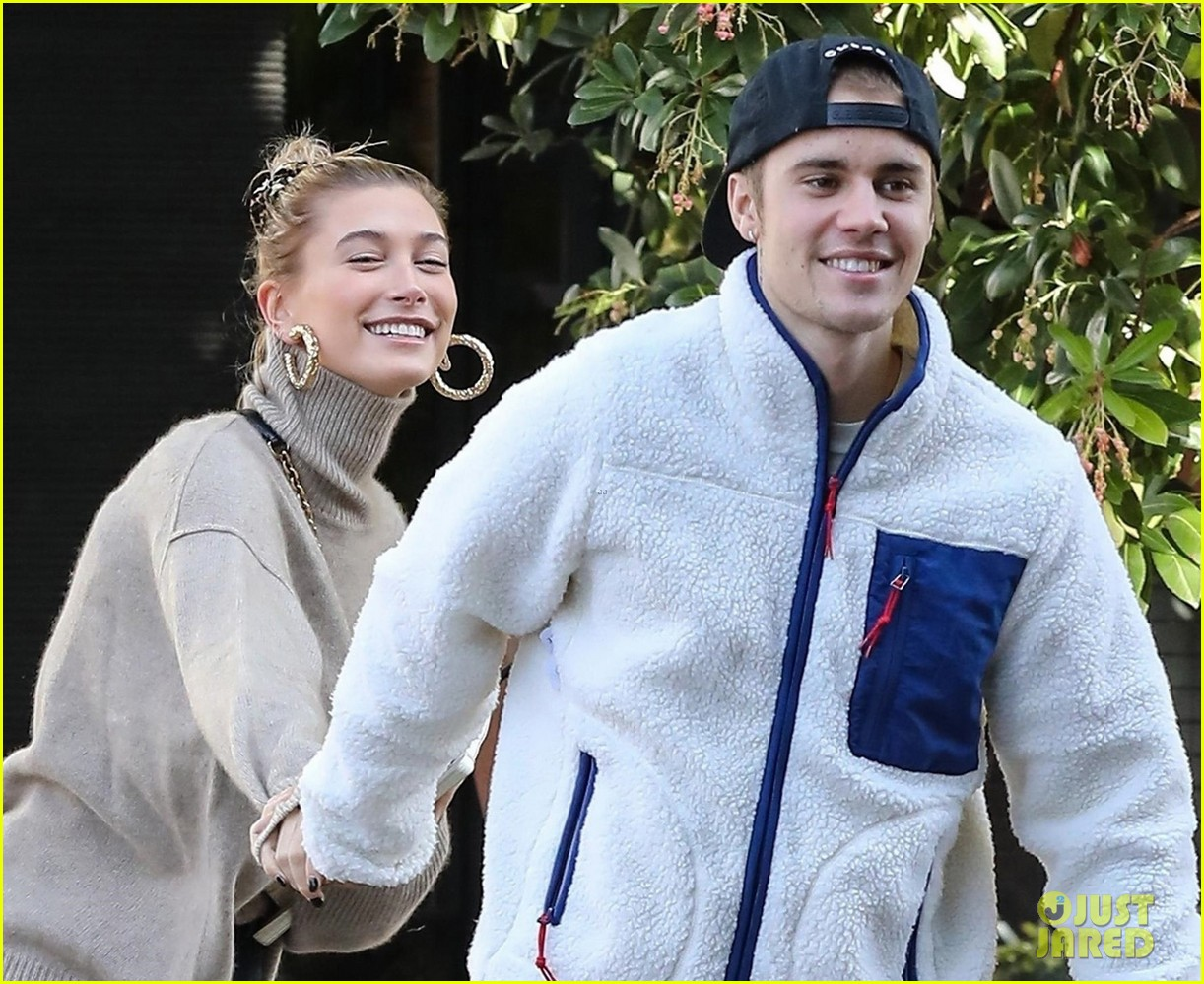 justin bieber spins wife hailey as they dance in the street 07