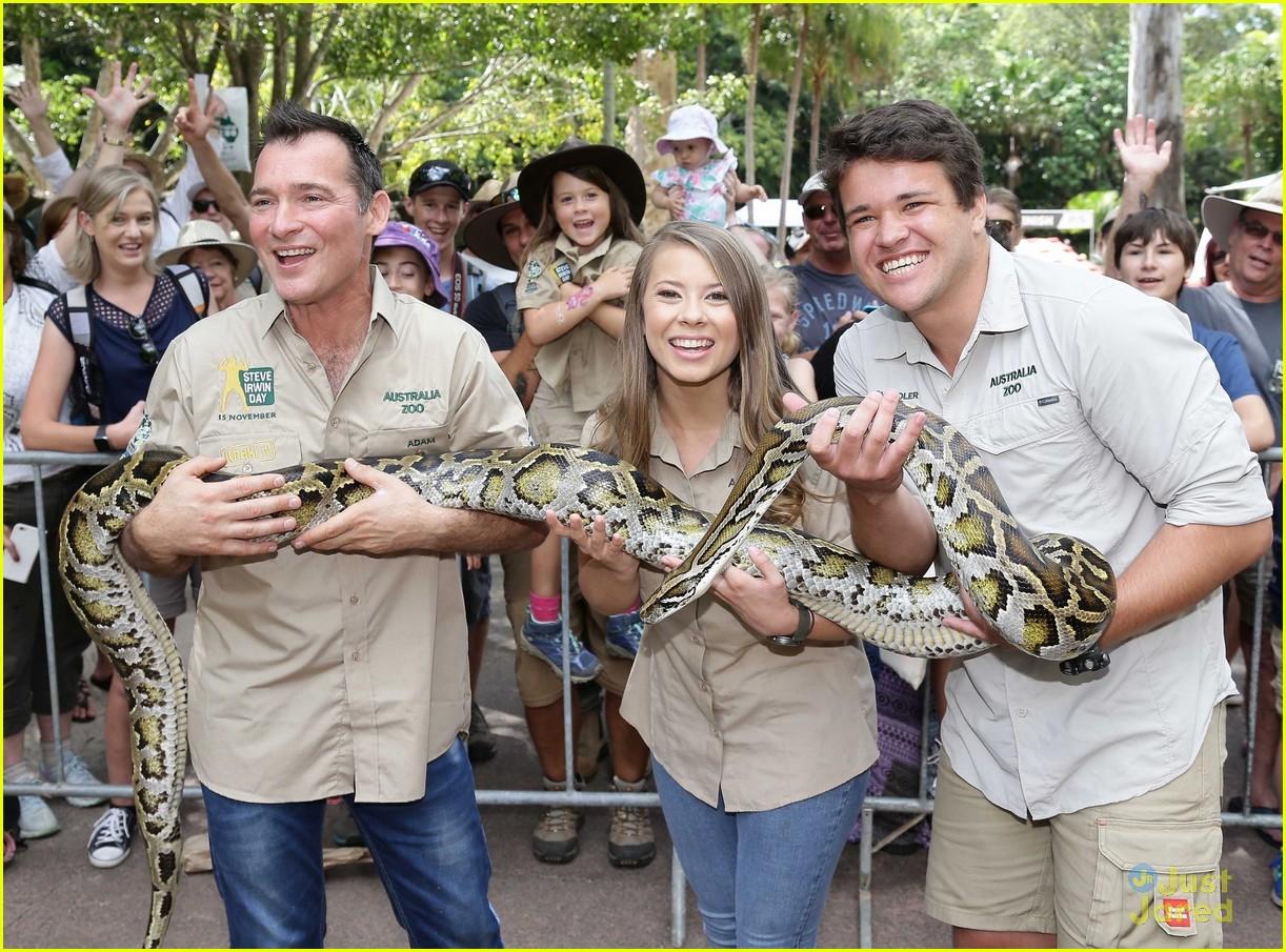bindi irwin chandler powell steve irwin day zoo 01