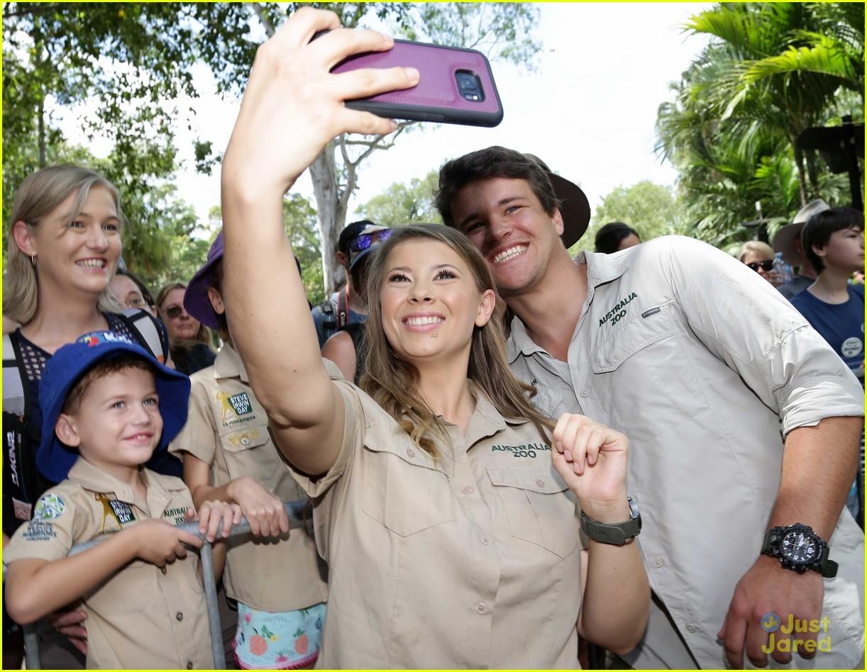 bindi irwin chandler powell steve irwin day zoo 04