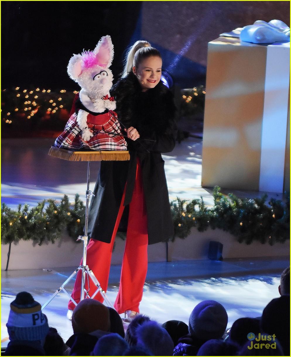Rockefeller Center Christmas Tree Lighting Performers: Darci Lynne Farmer Rings In The Holidays At Rockefeller