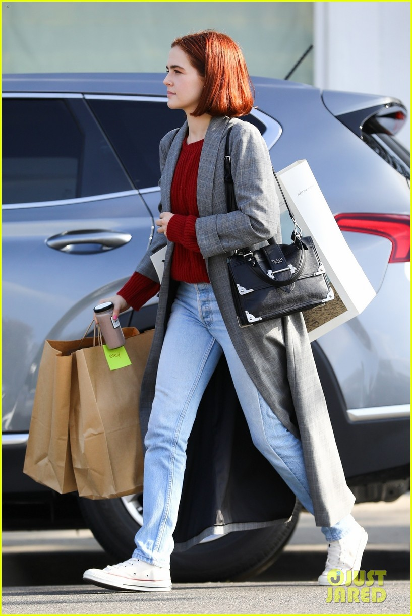 zoey deutch steps out with new red bob haircut 03