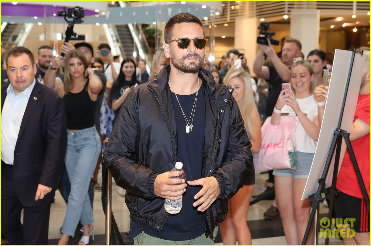 scott disick sofia richie mall in australia 13