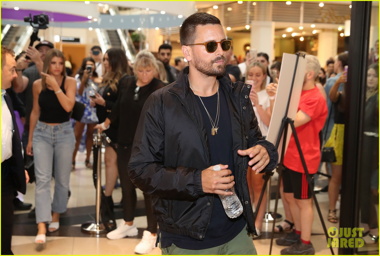 scott disick sofia richie mall in australia 16