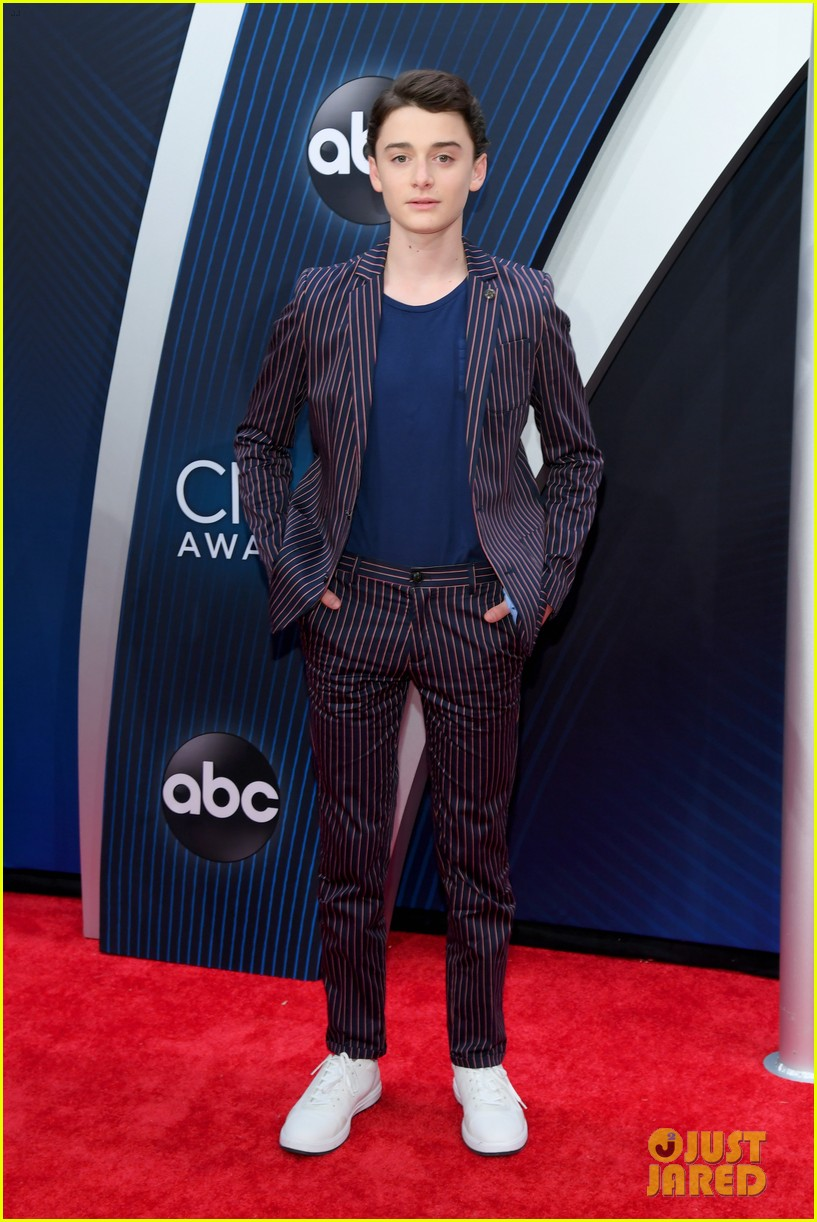 Mackenzie Foy Amp Noah Schnapp Step Out In Style For Cma