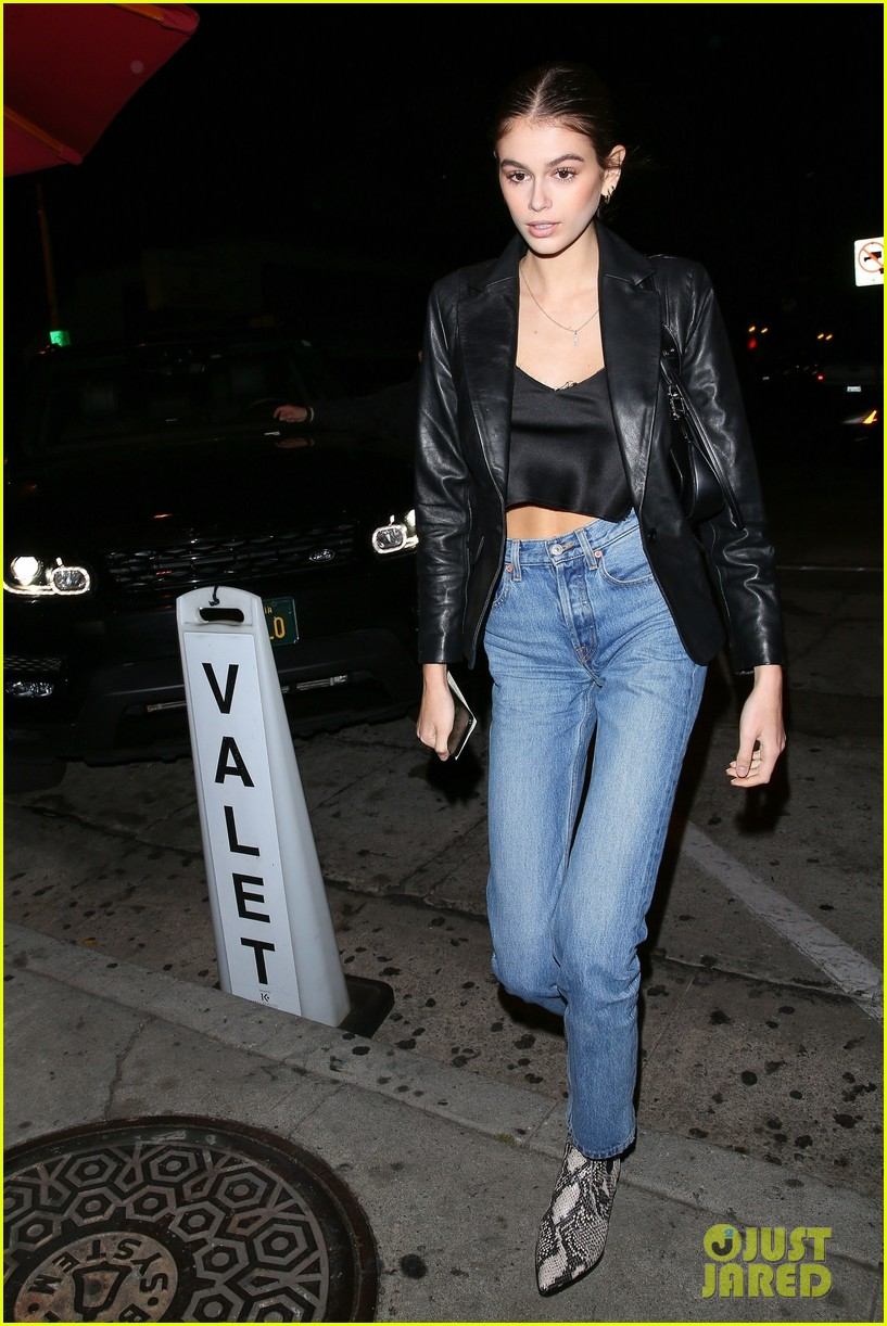 kaia gerber cindy crawford family dinner 01