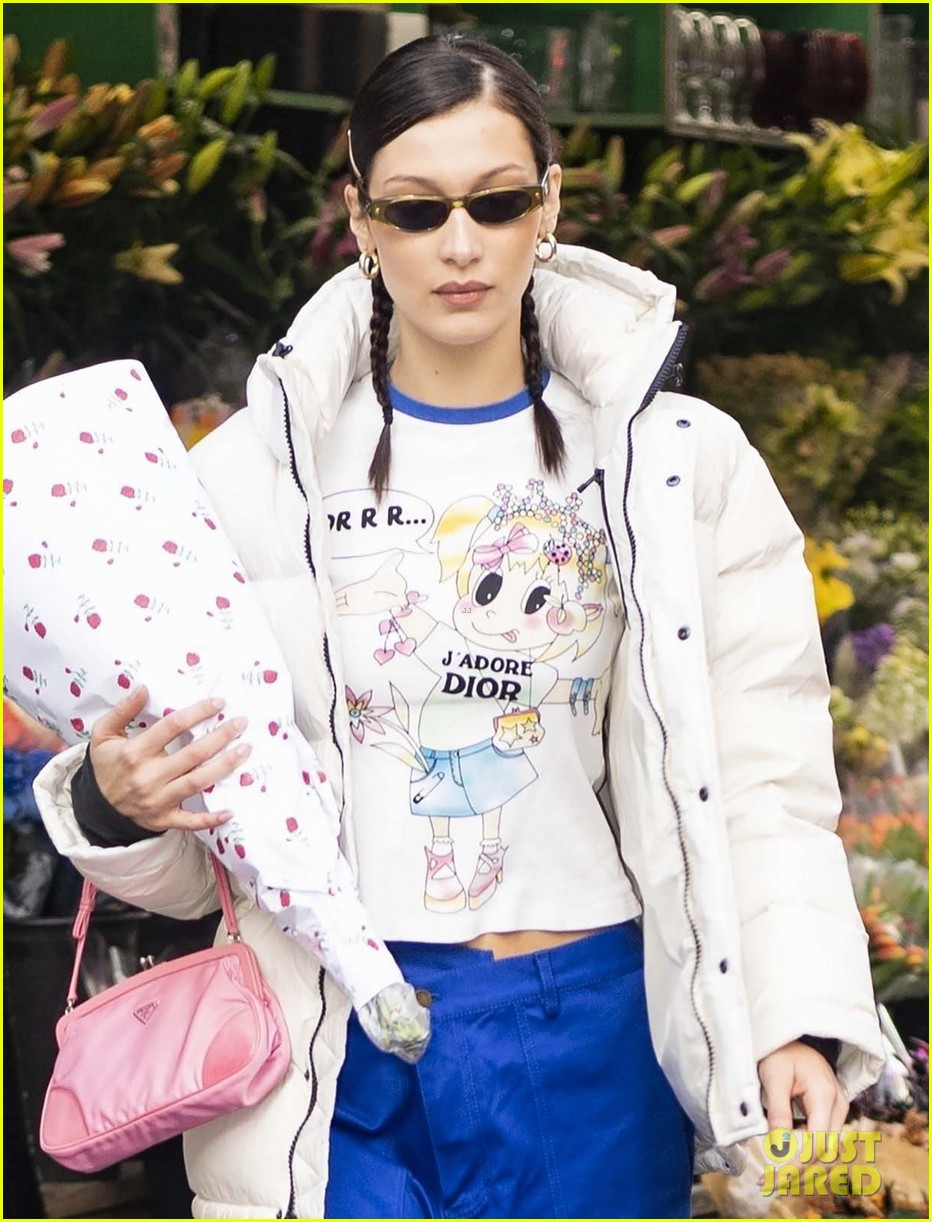 bella hadid has some fun shopping for party supplies 11