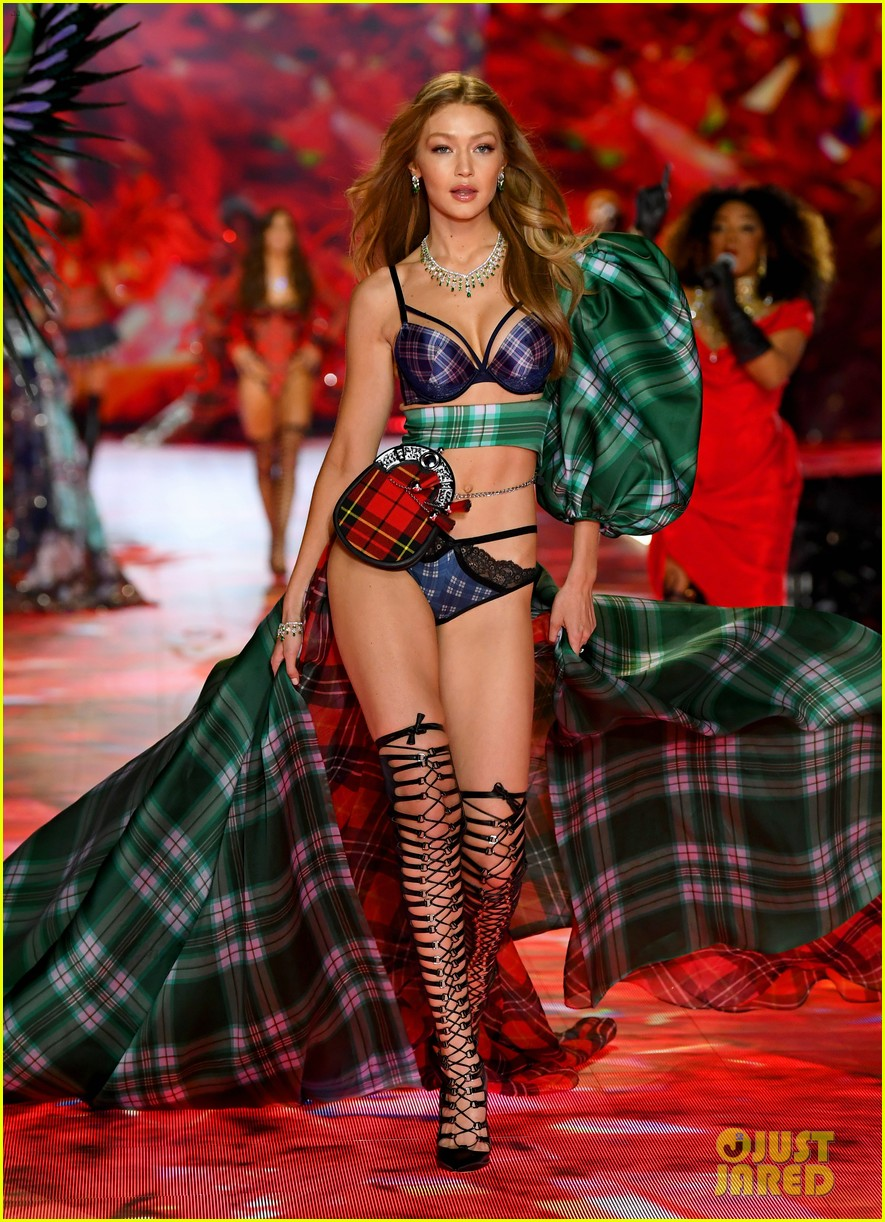 gigi hadid bella hadid victorias secret fashion show 2018 04