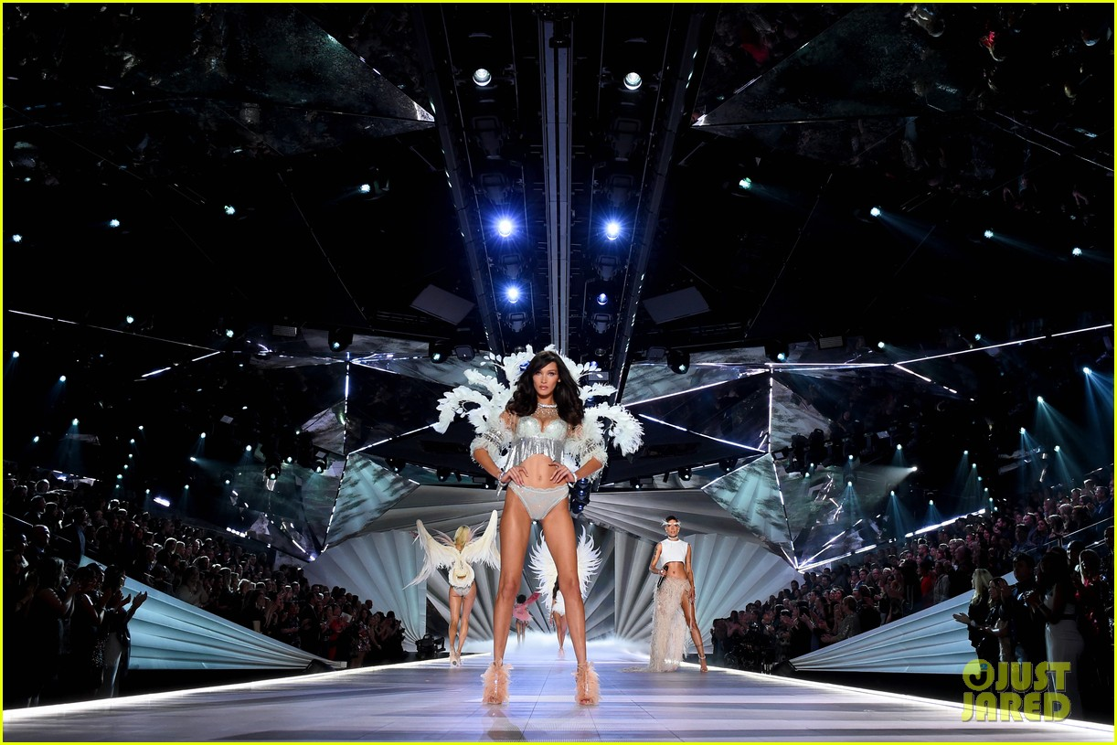 gigi hadid bella hadid victorias secret fashion show 2018 09