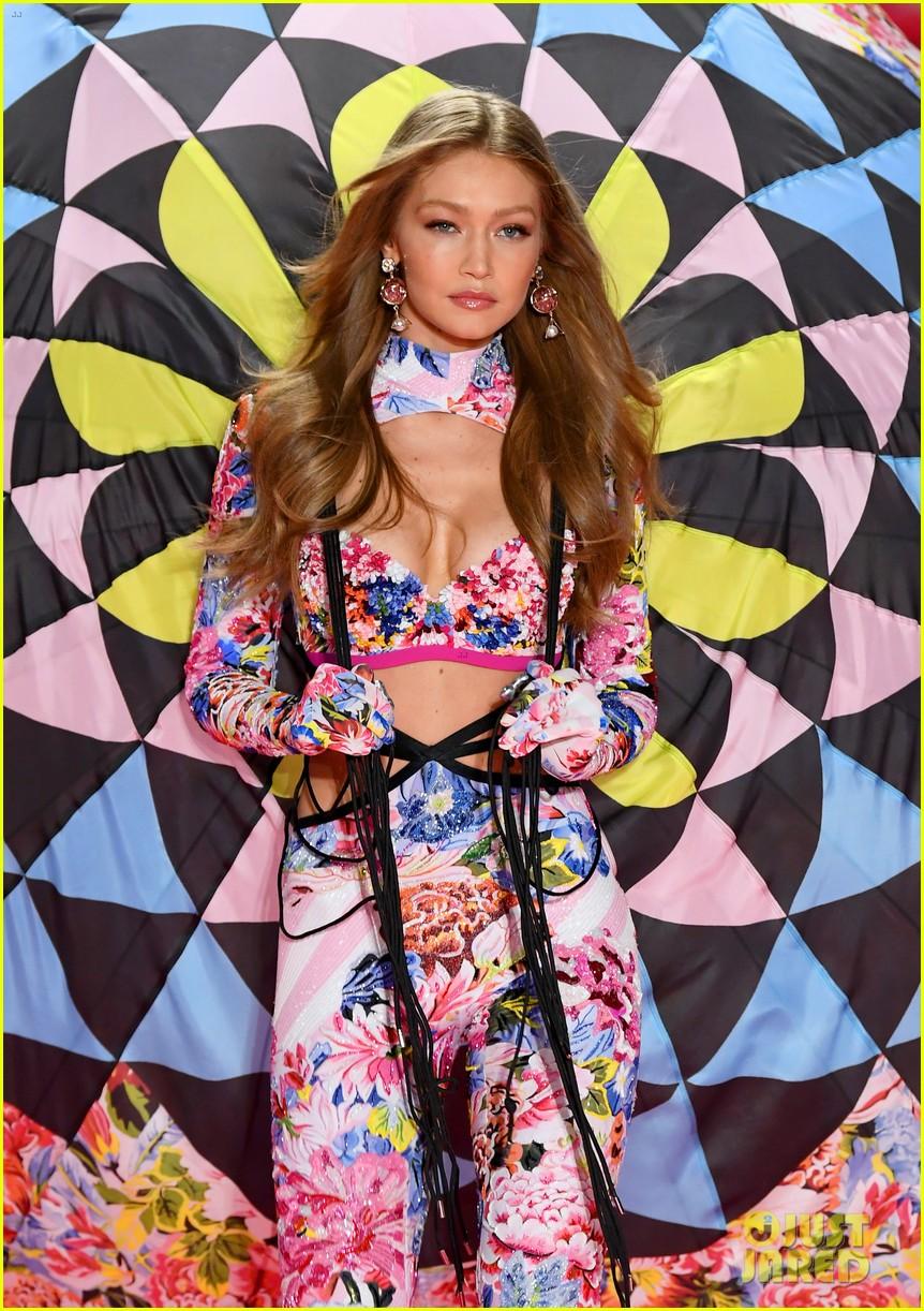 gigi hadid bella hadid victorias secret fashion show 2018 19