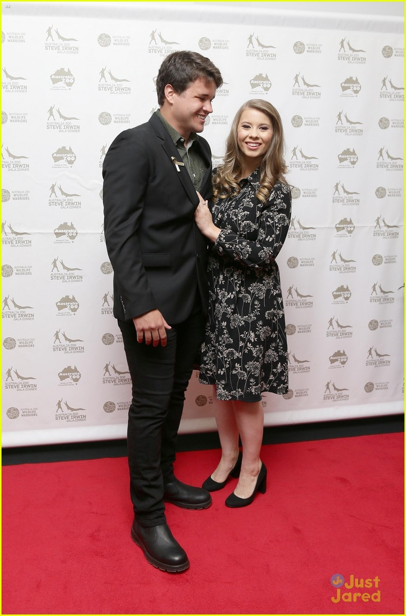 bindi irwin gala dinner family chandler 02