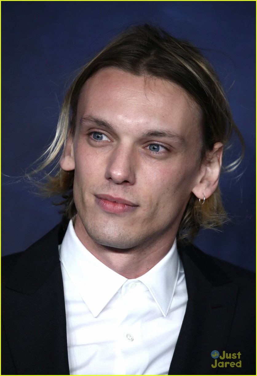 jamie campbell bower beasts grindelwald premiere 03