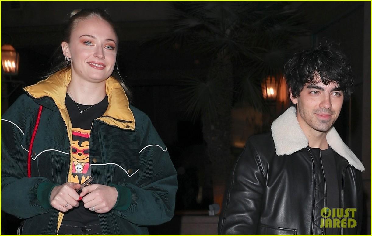 joe jonas and sophie turner enjoy a date night in weho 09