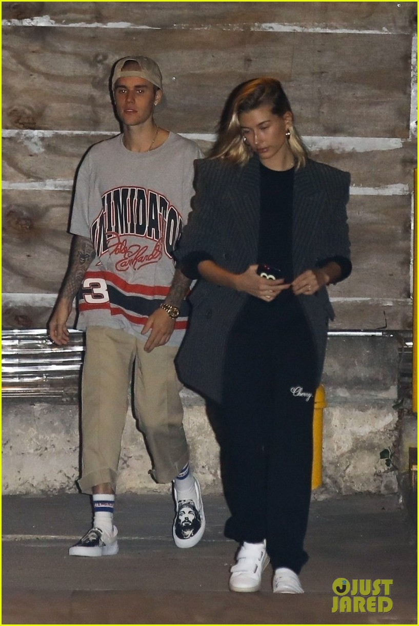 justin bieber hailey baldwin church october 2018 02