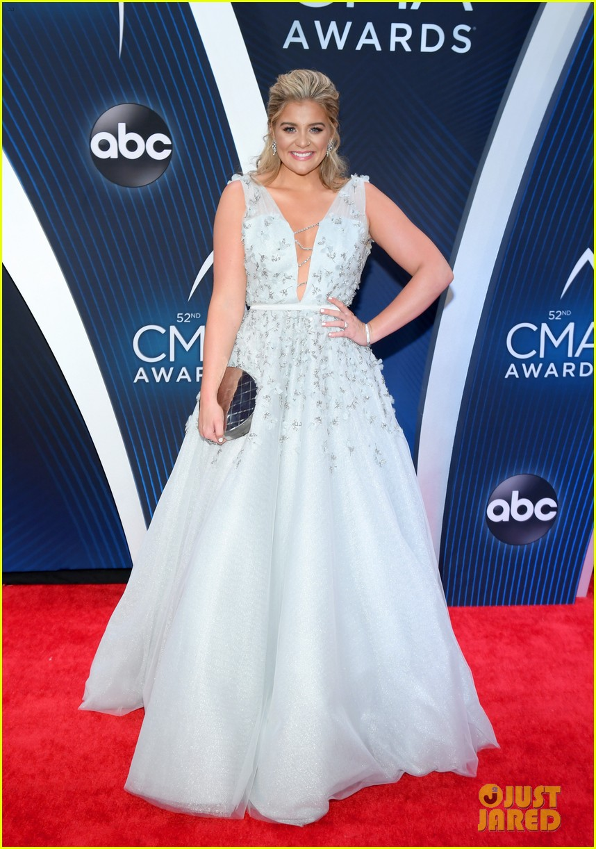 lauren alaina gives off princess vibes at cma awards 03