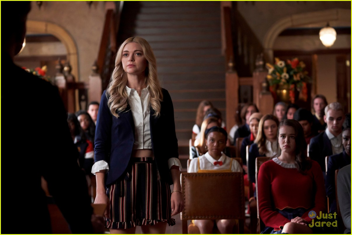 lizzie volunteer legacies stills 02