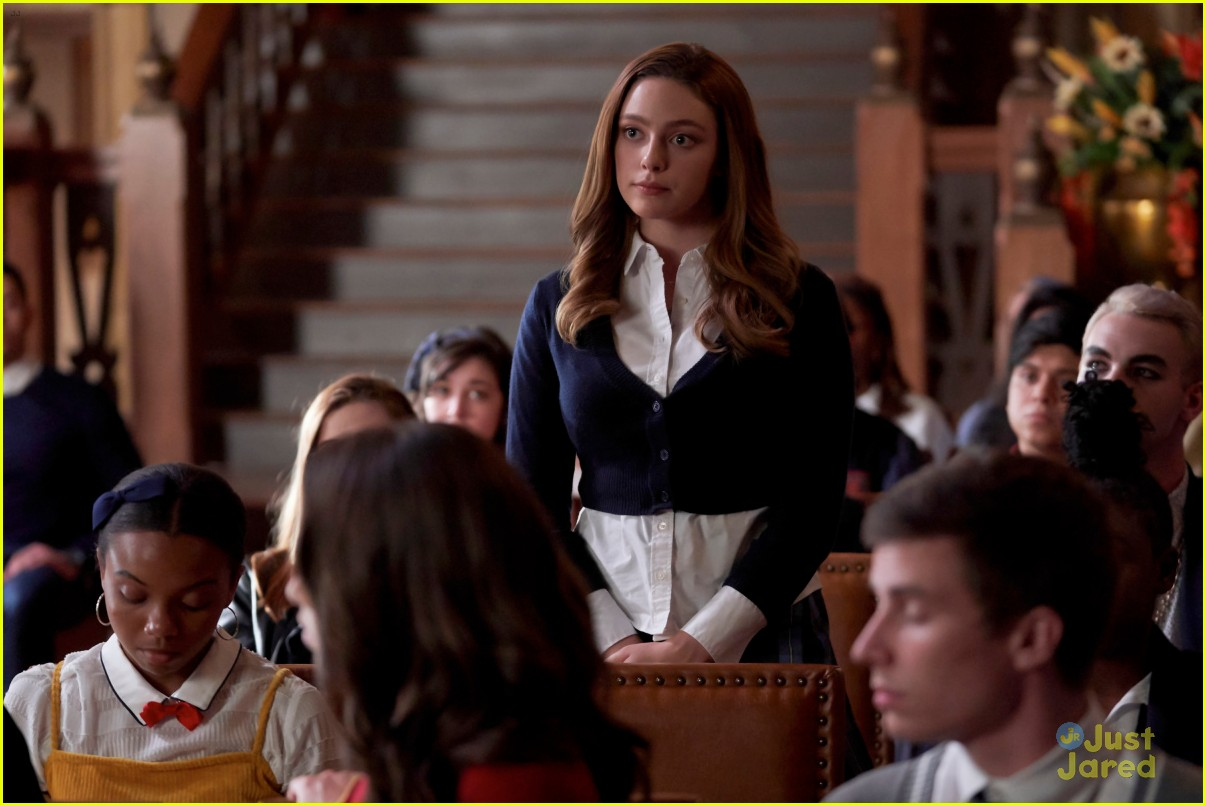 lizzie volunteer legacies stills 03