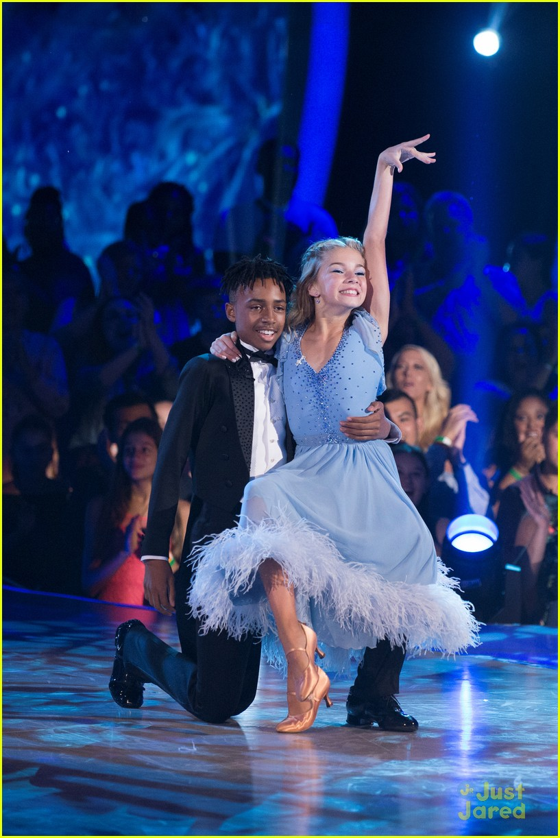 Mandla Morriss Dad Stevie Wonder Sings For His Dance On DWTS Juniors Watch Now Photo
